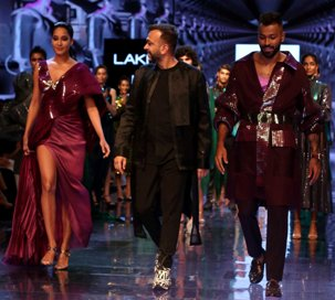 Amit Aggarwal at Lakmé Fashion Week 2019 with Reliance fabric