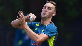 Billy Stanlake replaces Mitchell Starc for second SL T20I