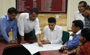 Odisha CM sets eyes on SCB Medical College, 5T secretary Pandian assesses ground realities