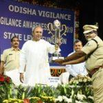 Odisha CM gives away trophies to best vigilance inspectors on Vigilance Week