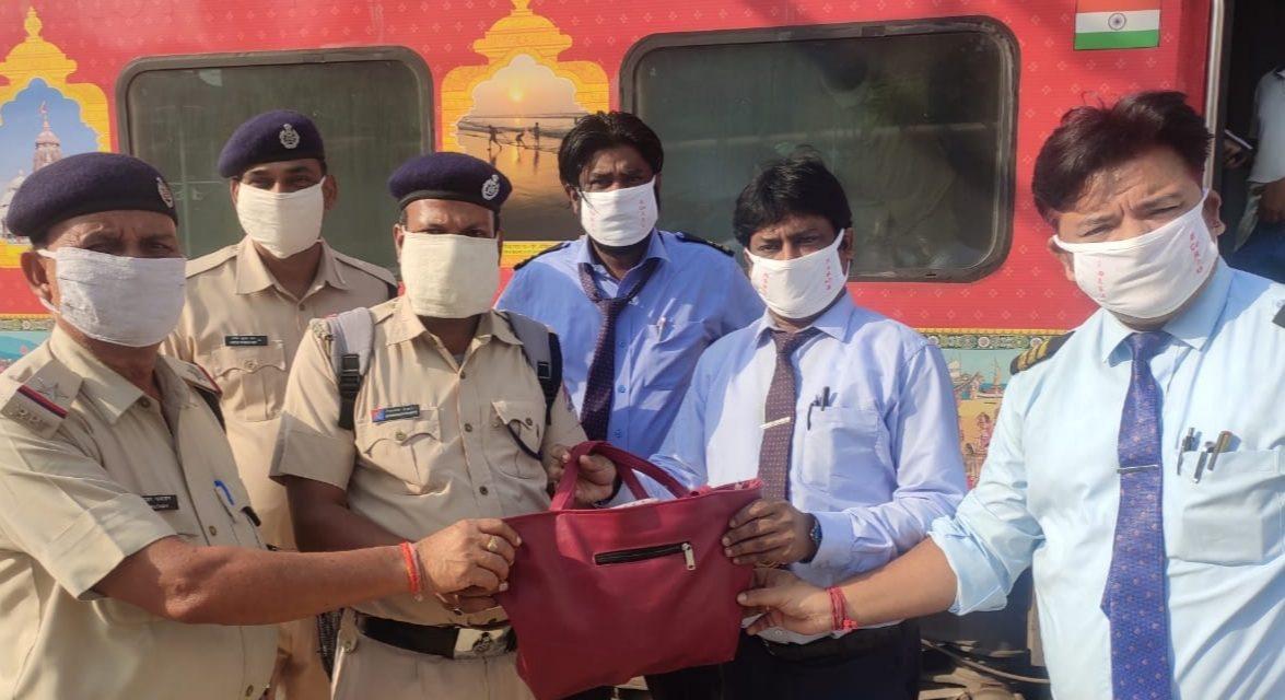 East Coast Railway TTEs return lost ladies purse