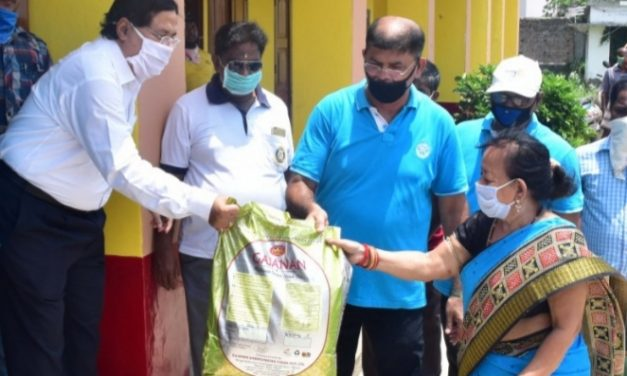 Rotary International distributes relief materials amongst daily wage earners in Puri
