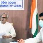 Odisha CM hands over job letters to 275 graduate engineers