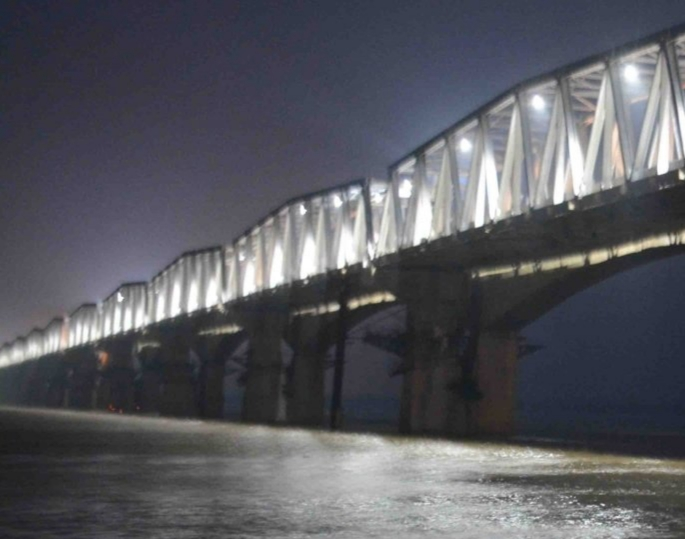 Rourkela Steel Plant supplies 20,000 tonnes of steel plates for the rehabilitated western flank of Mahatma Gandhi Setu