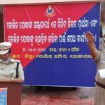 Odisha police offer silent prayer for Covid warriors